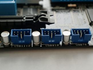 3 collettori USB da 9 pin