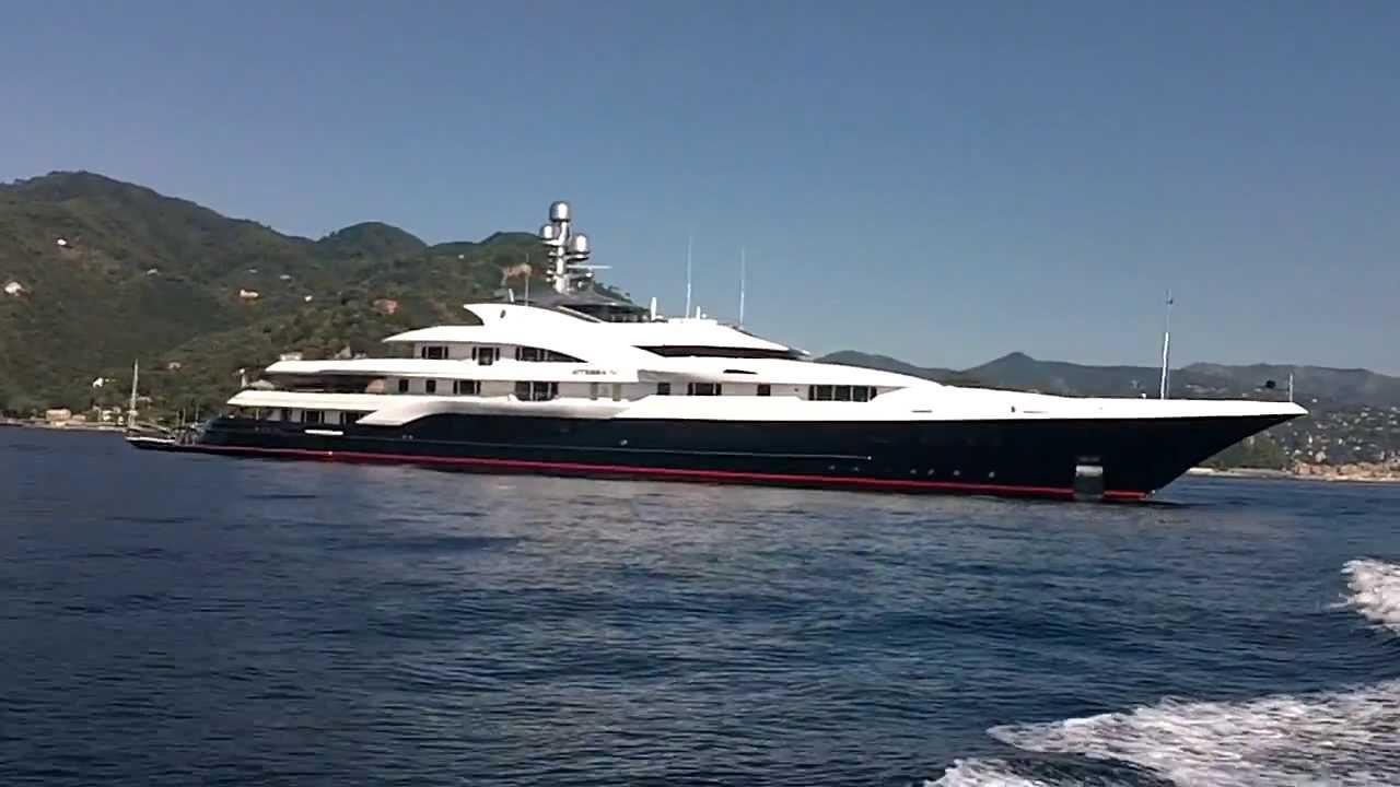 Stipendi fino a 6.000 euro per lavorare sulle navi di lusso